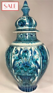 Vase with lid, Royal Delft. Dekselvaas, De Porceleyne Fles.