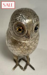 Antique silver owl caster. Antieke zilveren uil strooier.