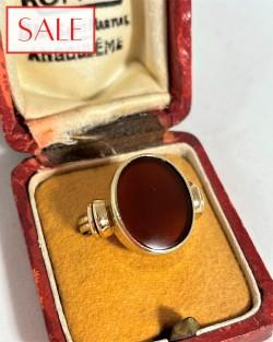 Antique gold 14K ring with carnelian. Antieke gouden 14K ring met carneool.
