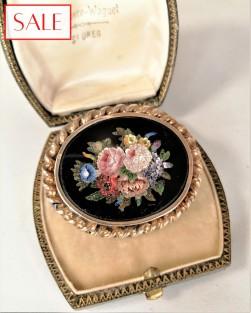 Antique silver brooche with 'pietra dura' flowers . Antieke zilveren broche met 'pietra dura' bloemen.