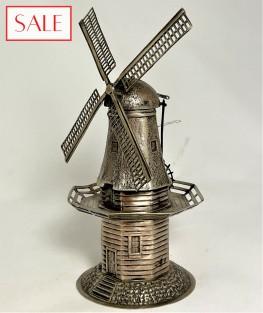 Antique silver windmill miniature. Antieke zilveren miniatuur molen.