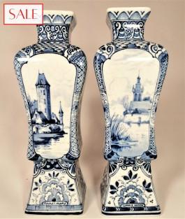 Set of two small vases, Royal Delft. Set van twee kleine vazen, De Porceleyne Fles.