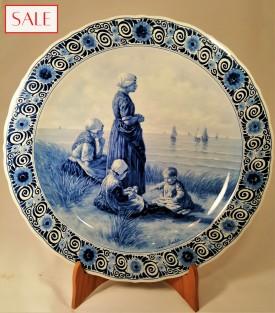 Plate with beach view, Royal Delft. Wandbord strandgezicht, De Porceleyne Fles.