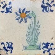 Kleine tegel met grote bloem ca. 1620-20