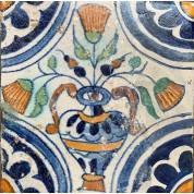 Tegel met een bloempot motief en quarter rozet hoekmotief ca. 1625-20