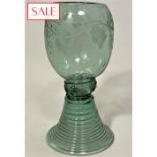 Antique engraved Roemer glas, 18th century. Antiek gegraveerd Roemer glas, 18de eeuw.-20